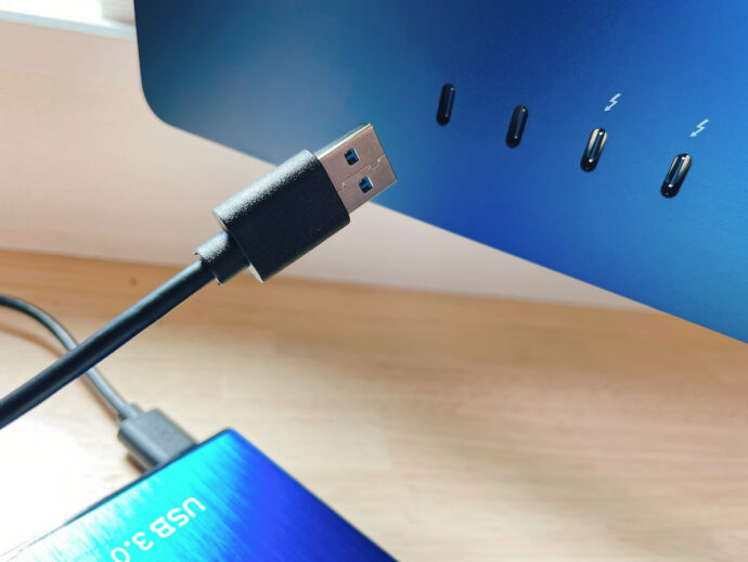USBが刺さらない。